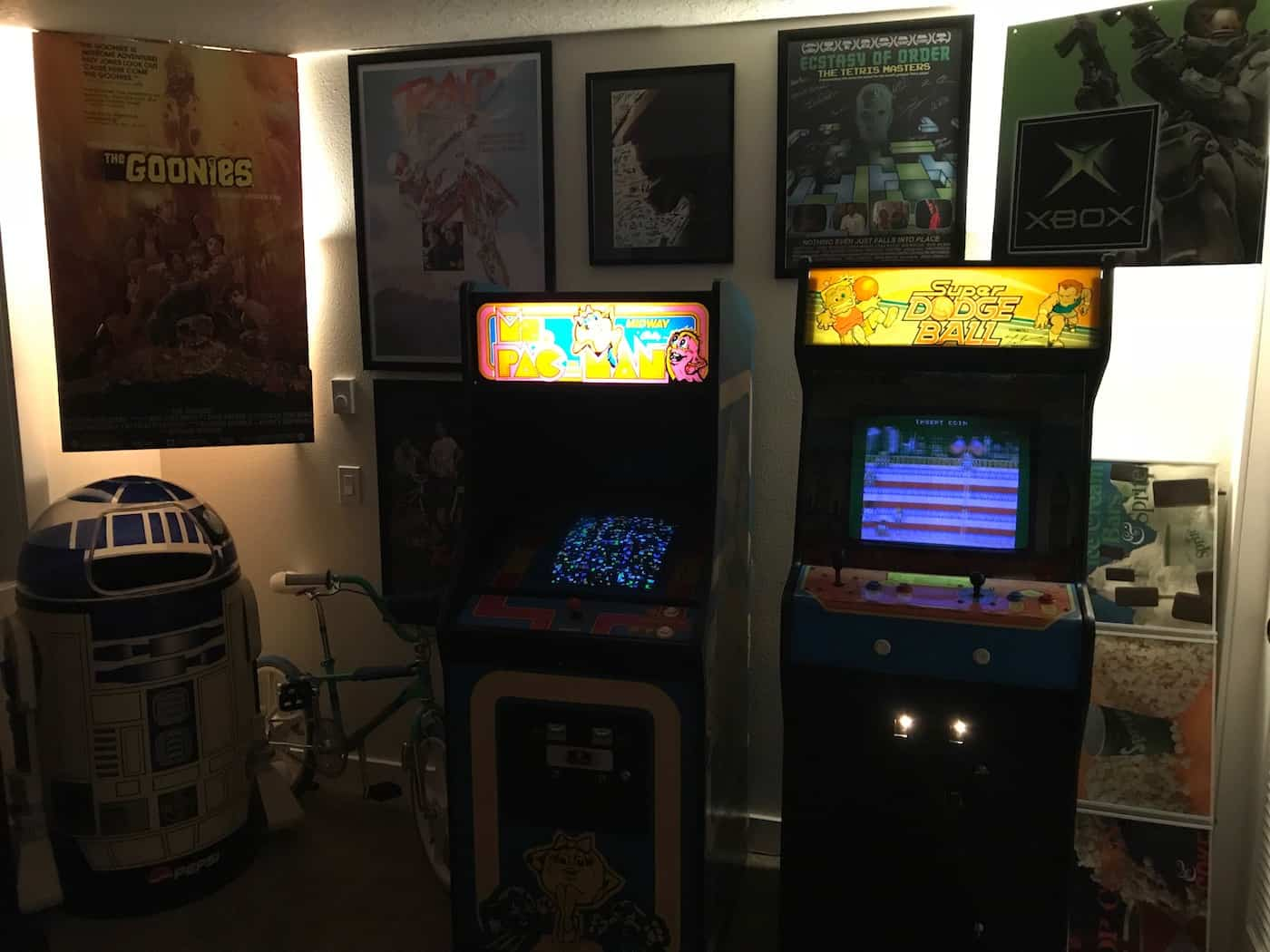 a picture of mcmrose's arcade game room